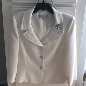 Tahari women's 2 piece suit size 10